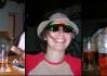 Kosmo-Bruggi-brýle z teleshopingu. Každý kdo si je nasadí získá nepřekonatelný pocit toho, že mu brýle seknou a ještě navíc získáte zdarma kombinézu na lyže, fialové přeskáče ale to ještě není vše, ještě Vám přidají afro čapku na hlavu!..
