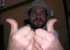 Brůdži už neví co by si vymyslel, aby byl zajímavej.. : ))))))))))  Je si kvůli tomu ochotnej i ohnout palce do pravýho úhlu..
