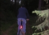 Není nad cestu na kole lesem. V noci potmě, samozřejmě..