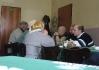 Jak je z fotky vidět, někteří přišli přímo z kostela..