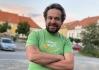 Dnešní vedoucí jezdec závodu, Bruggi Bruggiani v zeleném trikotu.