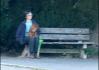Co se děje na proti na lavičce. Že by paní trpělivě čekala, až ten její půjde z hospody domů, aby ho v pořádku dovedla?..