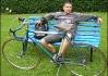 Pavew jednou přišel včas.. tak pózoval na lavičce, jakoby už tam byl nejmíň půl hoďky ;p  (ale nezlobme se za to na něho a dopřejme mu ten okamžik, vždyť je snad zatmění slunce   každý den?)
